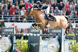 Maikel  van der Vleuten ridind Vdl Groep Arera C at the Grand Prix Longines - Ville de La Baule, in La Baule France