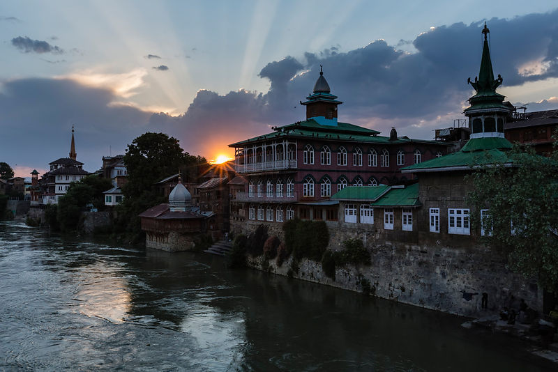 Old Srinagar Architecture on the Jhelum River