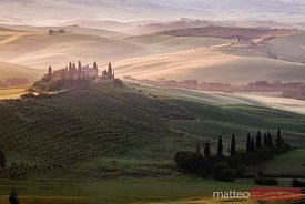Idyllic landscape at sunrise with mansion, Tuscany, Italy
