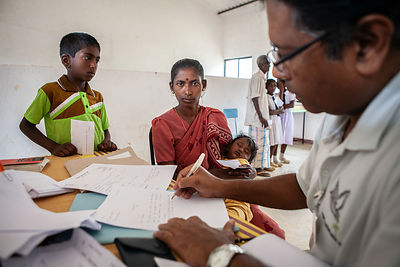 Medical-clinic-Bogawantalawa-Sri-Lanka-copyright-Rob-Johns_MG_3843