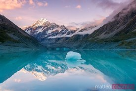 Iconic view of Mt Cook reflected in lake at sunset, New Zealand