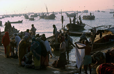 India - Allahabad - At dawn, pilgrims gather to bathe in the Ganges. Ardh Kumbh Mela 1995, Allahbad, India