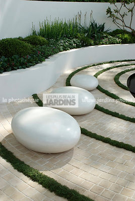 Jardin contemporain, Jardin design. Sculpture, Dallage. Designer : Robert Myers. Chelsea FS, Angleterre