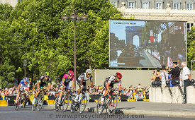 The Breakaway in Paris - Tour de France 2016