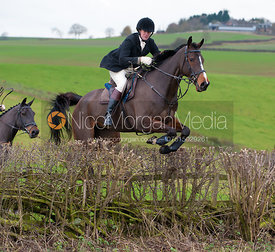 Members of the field jump a hedge at Stone Lodge