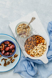 Ingredients of Oats, Dates, Cashewnuts and Almonds