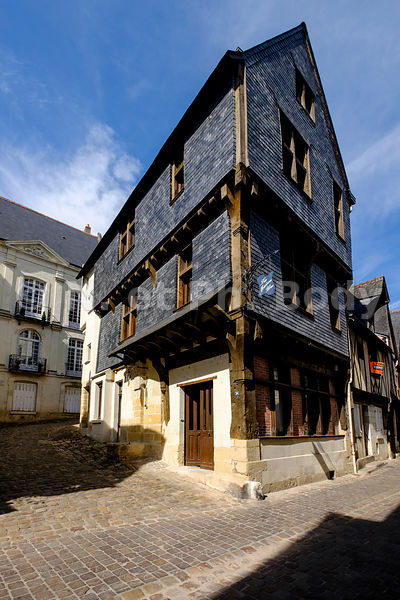 FRANCE, INDRE ET LOIRE, CHINON // FRANCE, LOIRE VALLEY, CHINON