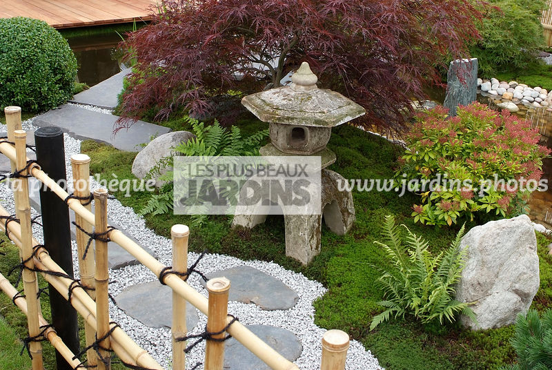 la phototh que les plus beaux jardins jardin style japonais jardin zen lanterne japonaise. Black Bedroom Furniture Sets. Home Design Ideas