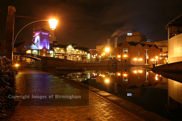 Canals near to Brindleyplace in Birmingham at night