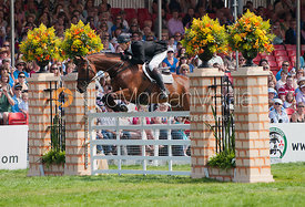 William Fox-Pitt and Cool Mountain - Show Jumping