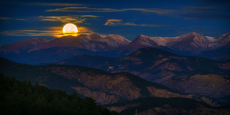 Front Range Moonset