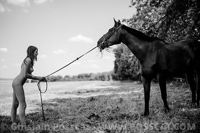 Nude picture with a horse, erotic pictures, nude fine art, erotic photographer