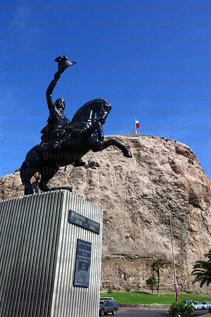 Statue of Bernardo O'Higgins, El Morro headland in background, Arica, Region XV, Chile