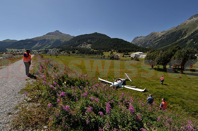 Crash Kleinflugzeug Airport Samedan 2009 photos