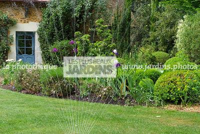 la phototh que les plus beaux jardins arrosage automatique d 39 une pelouse jardin du petit. Black Bedroom Furniture Sets. Home Design Ideas