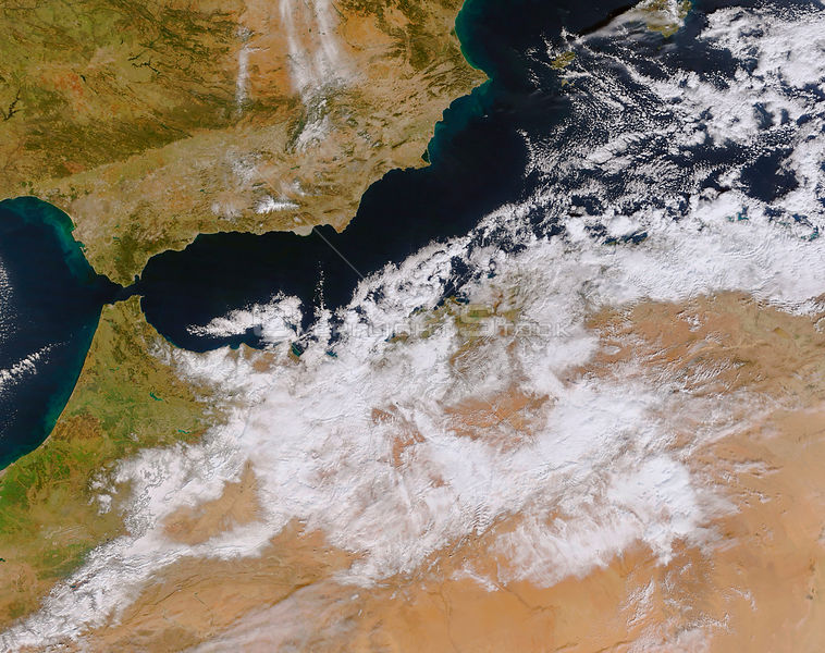 EARTH North Africa -- 28 Jan 2005 -- Winter weather descended on Northern Africa on the 26 and 27 January, 2005, leaving parts of Algeria and Morroco