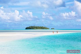Island and sand bank in Aitutaki lagoon, Cook Islands