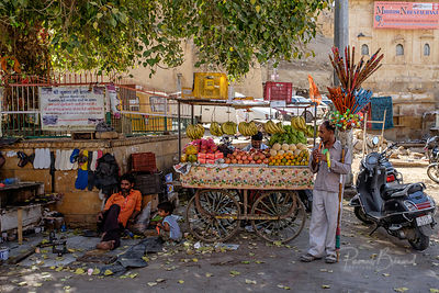 Marchand  de fruits ambulant