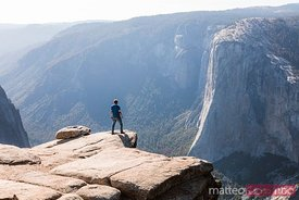 Man standing on the edge, Yosemite, USA