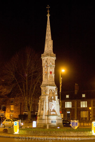 Banbury Cross at Night