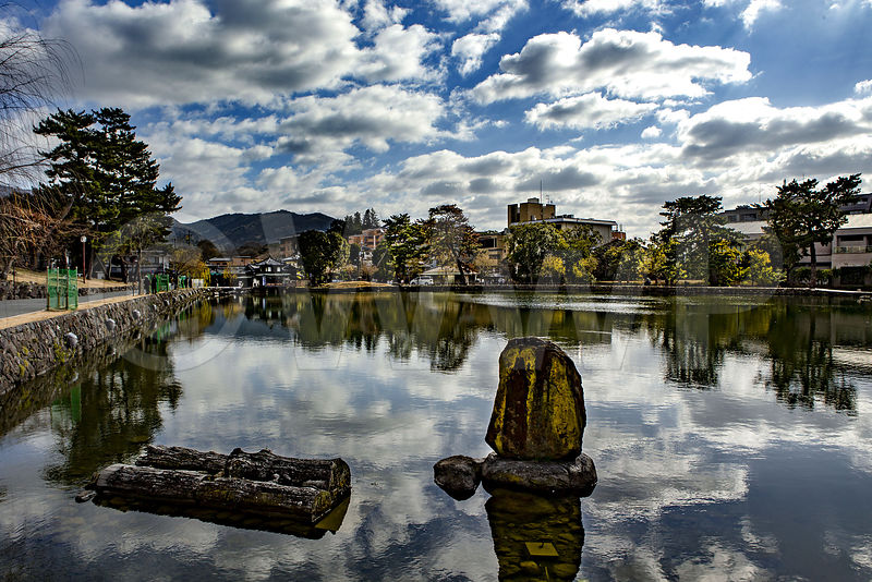 _W_P9163-Nara-the-pond-and-sky