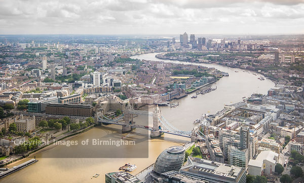 An aerial view of the city of Lonond, England, overlooking Tower Bridge.
