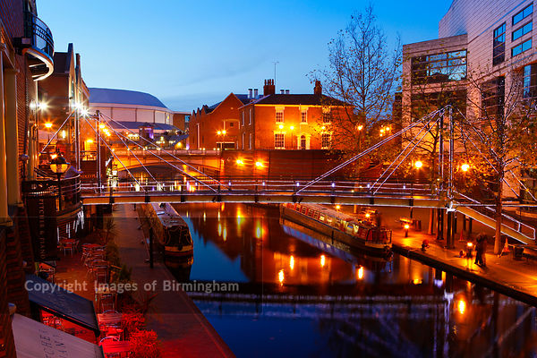 Brindleyplace, Birmingham showing the canal