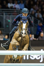 Bordeaux, France, 4.2.2018, Sport, Reitsport, Jumping International de Bordeaux - v. Bild zeigt Lorenzo DE LUCA (ITA) riding Halifax van het Kluizebos (5*)...4/02/18, Bordeaux, France, Sport, Equestrian sport Jumping International de Bordeaux - Grand Prix LAND ROVER .Trophée MAIRIE DE BORDEAUX. Image shows Lorenzo DE LUCA (ITA) riding Halifax van het Kluizebos (5*).