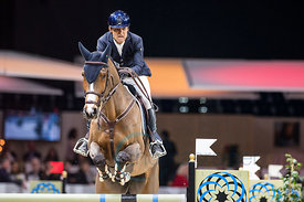 Zurich, Switzerland, 27.1.2018, Sport, Reitsport, Mercedes-Benz CSI Zurich - Art on Ice Championat. Bild zeigt Carlos Enrique LOPEZ LIZARAZO (COL) riding G & C ARRAYAN...27/01/18, Zurich, Switzerland, Sport, Equestrian sport Mercedes-Benz CSI Zurich - Art on Ice Championat. Image shows Carlos Enrique LOPEZ LIZARAZO (COL) riding G & C ARRAYAN.