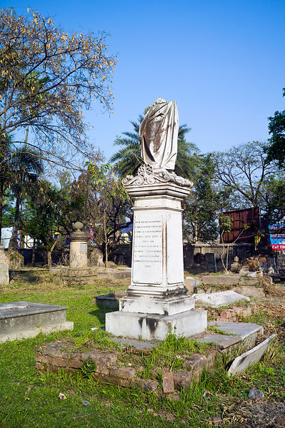 India - Chandannagar - Tombs in the French cemetary