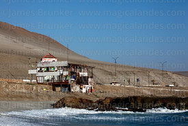 Abandoned house / restaurant on beach near Arica, Region XV, Chile