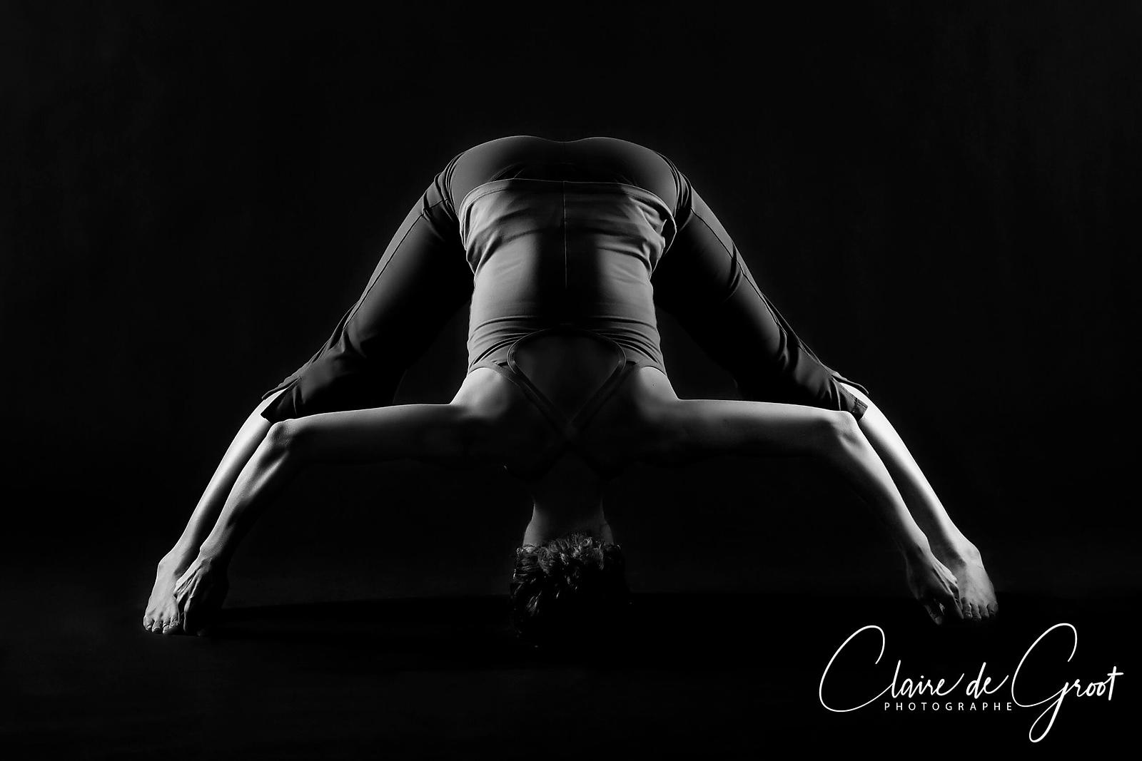 Yoga Sports Portrait in studio Prasarita Padottanasana