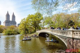 Tourists at Bow bridge, Central Park, New York city, USA