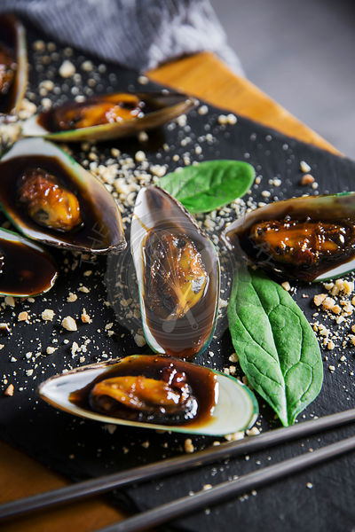 Asian dish - mussels in sticky sweet sauce, with peanuts and spinach