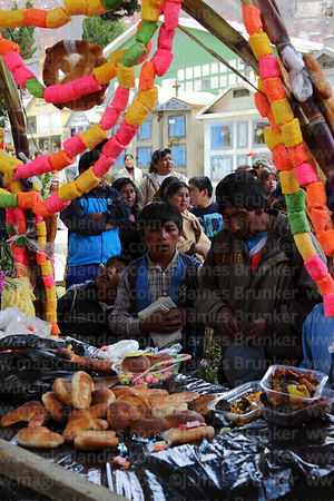 People praying at tomb of Carlos Palenque during Todos Santos festival, La Paz, Bolivia