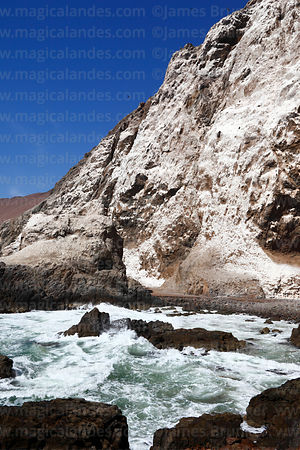 Guano deposits on rocky coastline on Cuevas de Anzota trail near Arica, Region XV, Chile