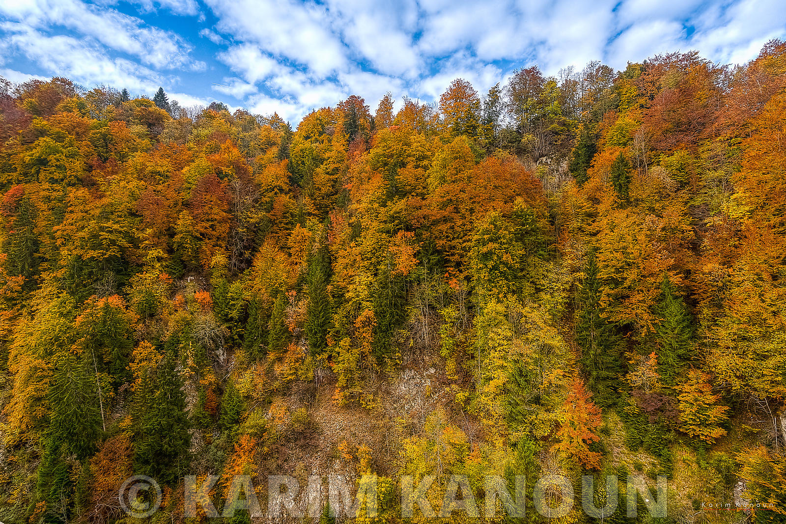 Gruyère_mountains_fall_season_-_Fribourg