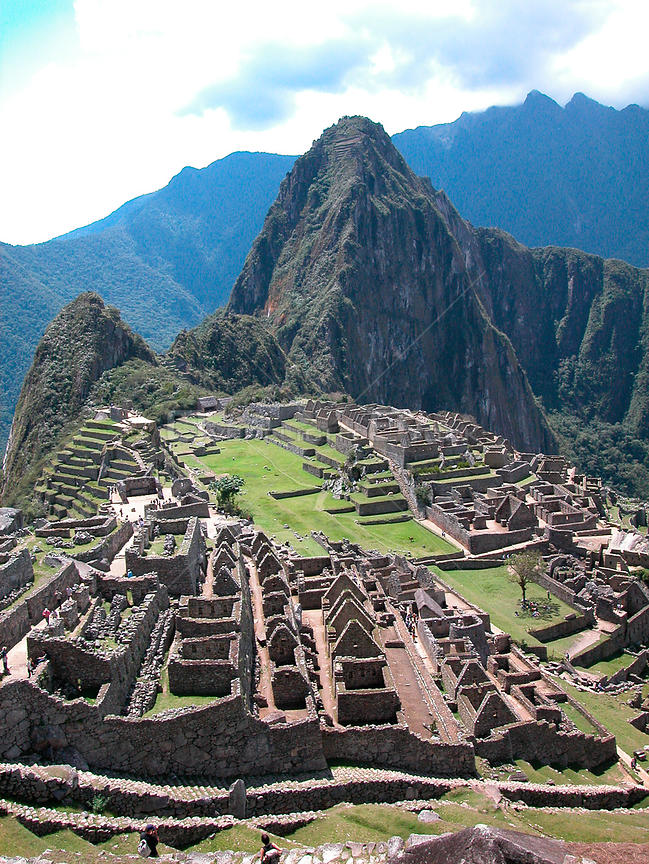 The ruins of Macchu Pichu, World Heritage Site of Humanity and one of the Seven Wonders of the World, Cusco Department, Andes mountains, Peru.