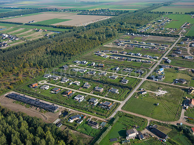 Oosterwold, area development with self-build plots where the green and agricultural character is maintained by, for example, that half of the plot must be designated for 'urban agriculture'.