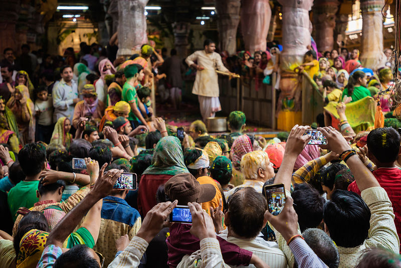 An Arc of Cellphones Record Holi Celebrations at the Dwarkadheesh Temple