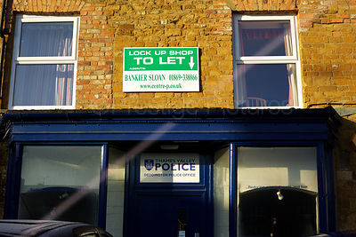 To Let Sign over Deddington Police station  describing it as a Lockup Shop