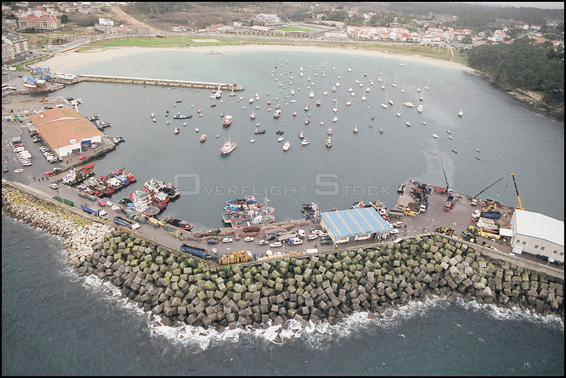 SPAIN Rias Baixas -- 15/12/2002 -- Aerial view of an unidentified fishing town on the Galician coast.