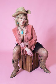 Country-girl-pink-backdrop-retirement-fun_pp