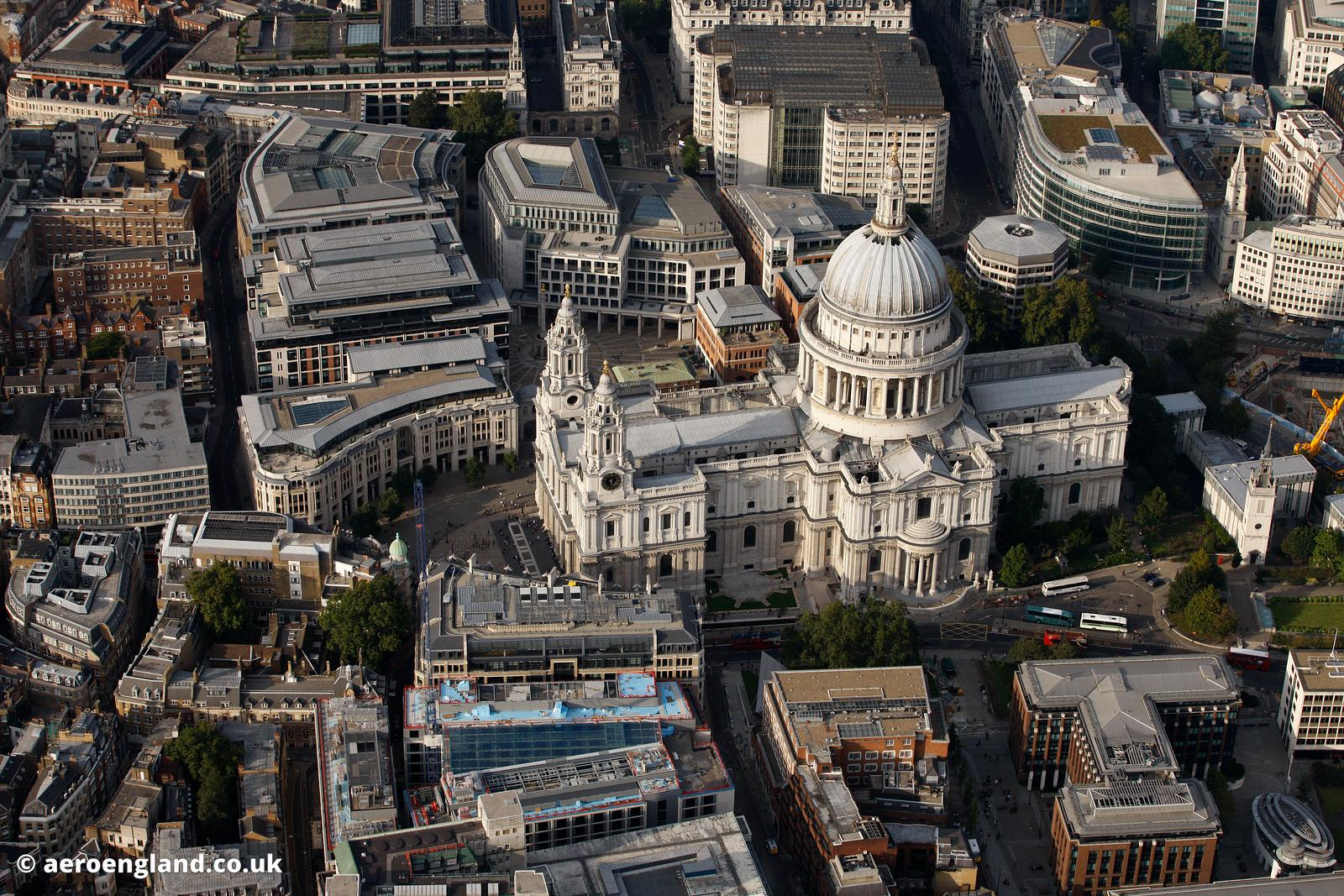 st paulís cathedral essay St paul's cathedral is an anglican church in central london, englandit was started in 604 the man who started the building was called mellitas he was bishop of the east saxons.