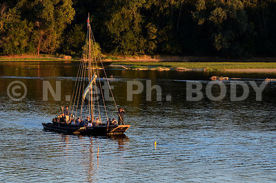 FRANCE, INDRE ET LOIRE, LA CHAPELLE, TOUE CABANEE//France, Indre Et Loire, Loire Valley, La Chapelle, Traditionnal Boat On The Loire River