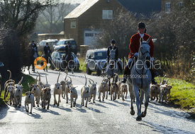 Hounds leaving the meet in Stockerston
