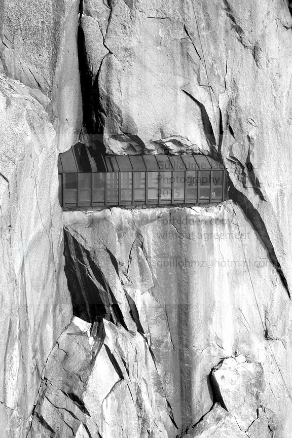 Window_in_the_cliff_Aiguille_du_Midi__BW_1