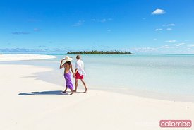Tourist couple on Honeymoon Island, Aitutaki, Cook Islands