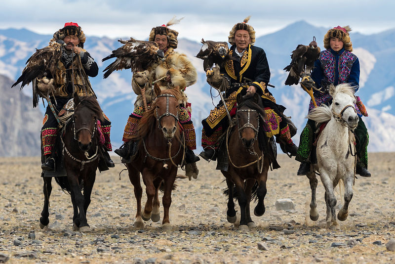 Kazakh Golden Eagle Hunters Heading to the 2016 Golden Eagle Festival