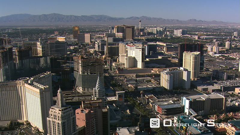 Slow northwesterly flight above the Las Vegas Strip toward the Trump.